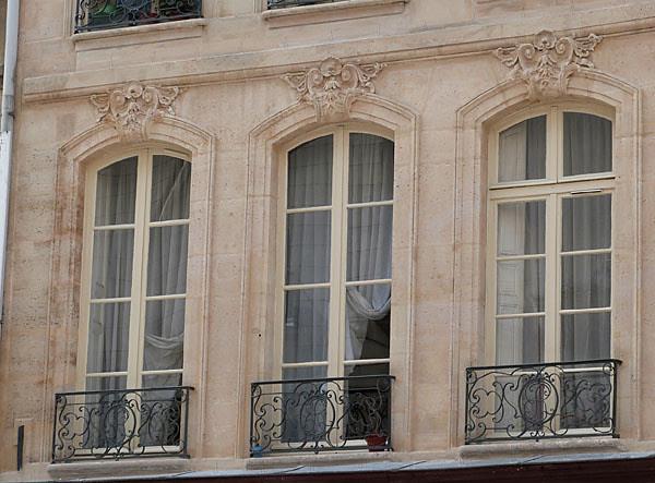 trois fenêtres.jpg