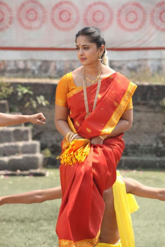 anushka hot photos in siva thandavam 13 Anushka Hot Photos in Siva Thandavam