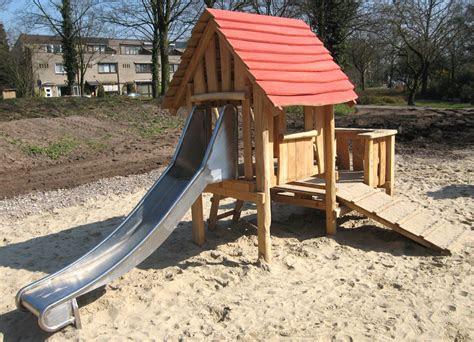 sandspielhaus mit rutsche ziegler spielplaetze