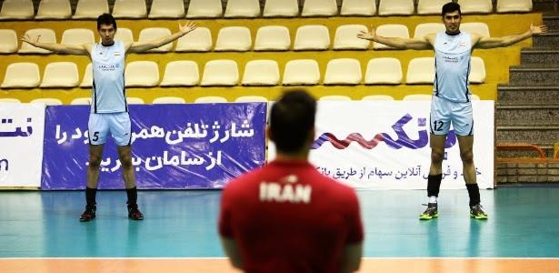 Jogadores do Irã em treinamento durante a Liga Mundial