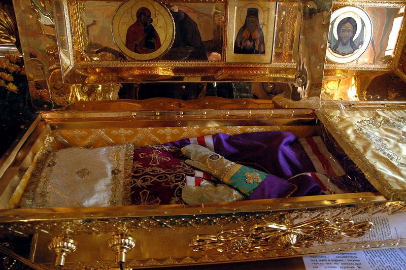 Мощи свт. Игнатия Брянчанинова в Крестовоздвиженском храме Толгского монастыря