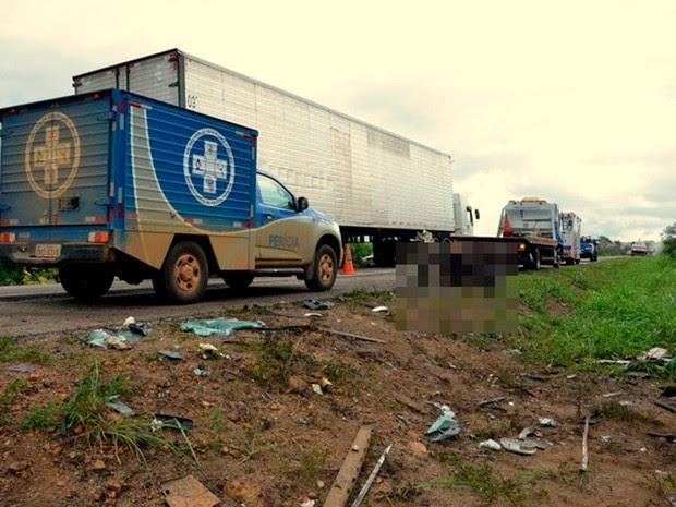 Acidente deixou três mortos e um ferido na BR-116, na Bahia (Foto: Anderson Oliveira | Blog do Anderson)