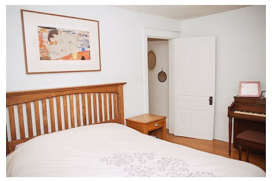 #1 Large Room near Dufferin Subway