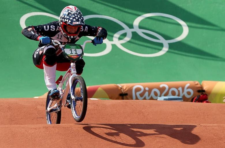 2016 Rio Olympics - Cycling BMX - Quarterfinal - Men's BMX Quarterfinals - Olympic BMX Centre - Rio de Janeiro, Brazil - 18/08/2016. Connor Fields (USA) of USA competes.   REUTERS/Eric Gaillard