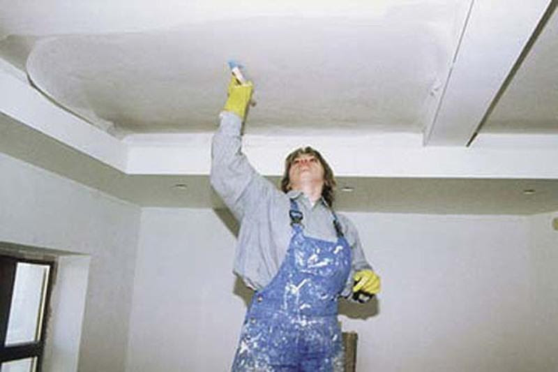 Затирка потолка перед покраской