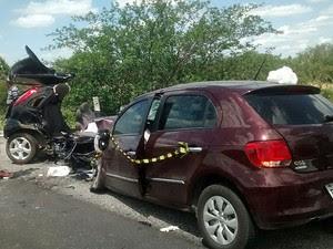 PRF diz que motorista pode ter perdido controle do carro e ocasionado o acidente. (Foto: Priscila Guedes/ TV Norte)
