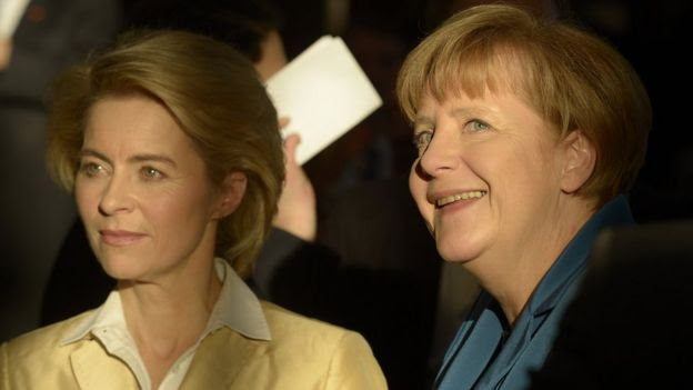 Chancellor Merkel (right) with CDU's Ursula von der Leyen, Dec 2013