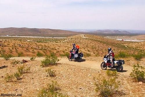 Lựa chọn KTM 1090 Adventure R hay Honda CRF1000L Africa Twin? - 3