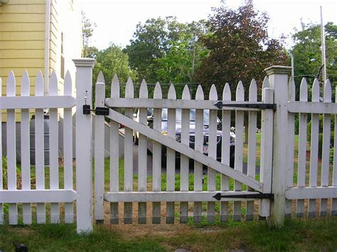 Creative Picket Fence Designs ? Unique Hardscape Design : Picket Fence Designs with Best Materials