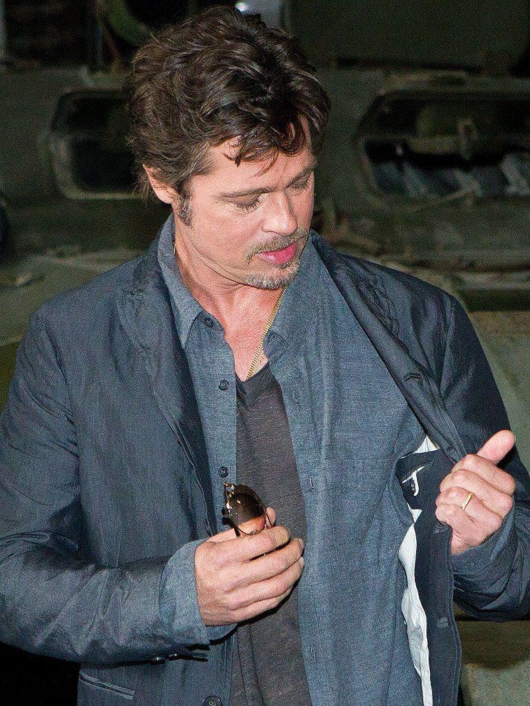 Brad Pitt : Wedding Ring photo brad-pitt-ring-768.jpg