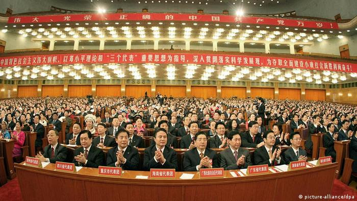 Delegates applaud during the closing session of the 17th National Congress of the Communist Party of China (CPC) at the Great Hall of the People in Beijing, capital of China, Oct. 21, 2007. The 17th CPC National Congress closes here on Sunday. Xinhua /Landov +++(c) dpa - Report+++