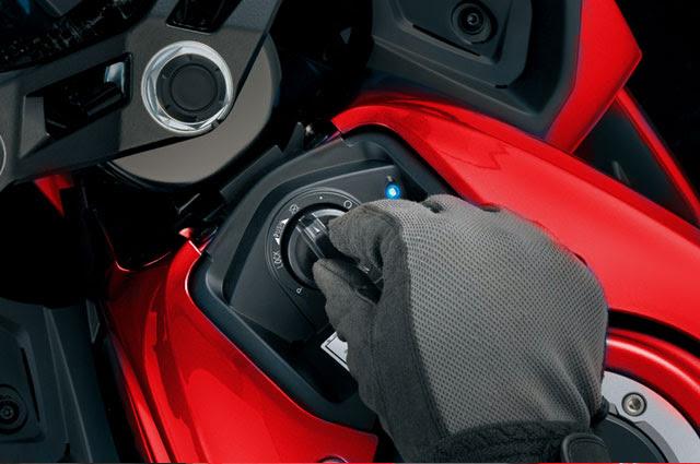 Akhirnya kami punya kesempatan untuk menjajal pribadi motor GSX Menjajal Si Merah: Jinak Di Bawah, Galak Di Atas