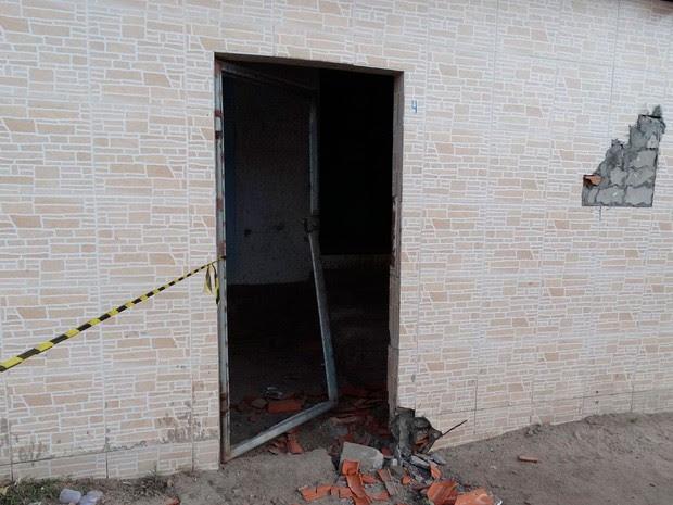 Cinco são mortos em chacina dentro de imóveis em Feira de Santana, na Bahia (Foto: Ney Silva/Site Acorda Cidade)