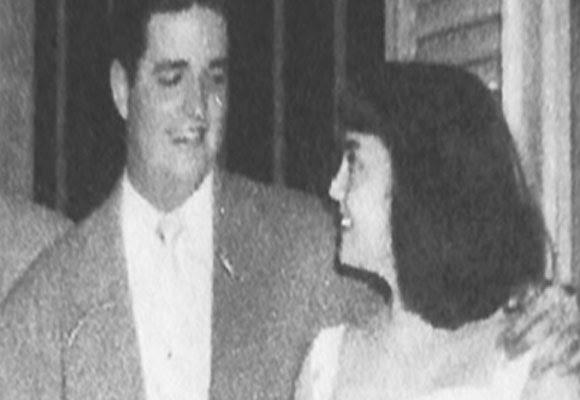 Junto a su novia, Maria Esperanza Muñiz