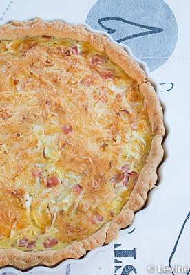 Hartige taart met prei en ham-7