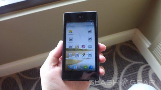 一面Android一面電子書YotaPhone雙屏手機試用