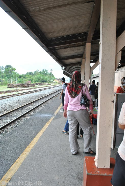 K.Lipis Train Station - waiting