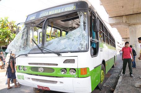 Ônibus depredade em Teresina - Fotos: Paulo Barros