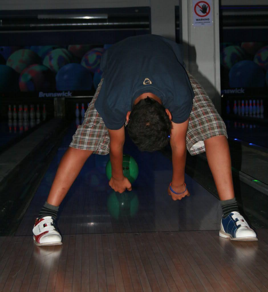 Fantastisk teknikk på bowling - det stod faktisk bare 1 igjen etter denne. Utrolig blinkskudd!