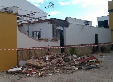 Un herido al explosionar una bombona en una casa en Valencina