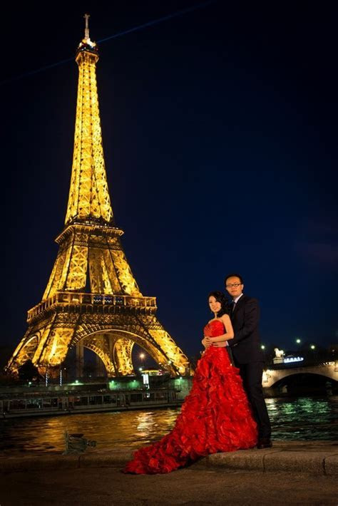 Pre wedding photo session in Paris with couple from Indonesia