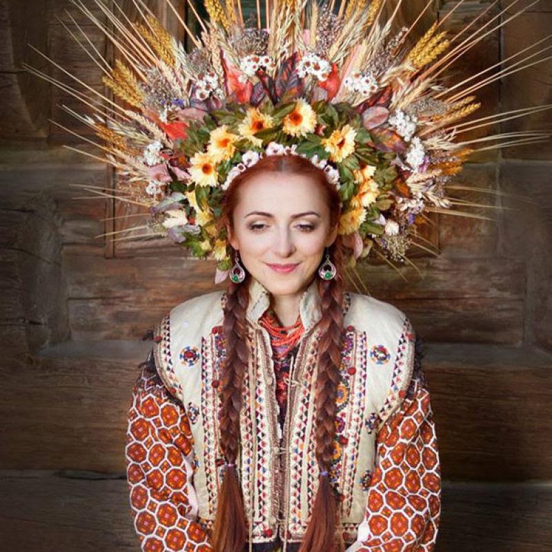 Mulheres modernas usando coroas tradicionais ucranianas dão um novo significado a uma antiga tradição 02
