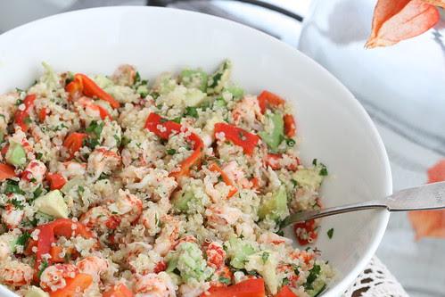 Quinoa salad with crayfish tails, avocado & roasted tomatoes / & lobster tail salad / Kinoa-vähisabasalat