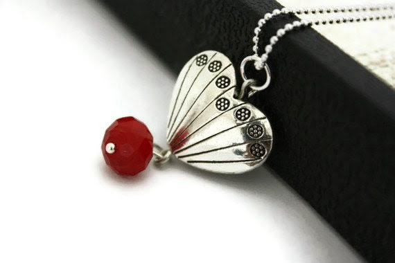 Scalloped heart pendant necklace birthday gifts for women - Ahkriti