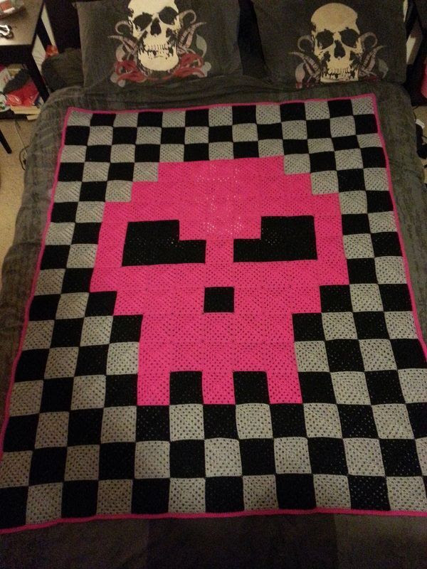 8bit Skull pixel crochet blanket by chink86