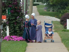 Amish girls 01