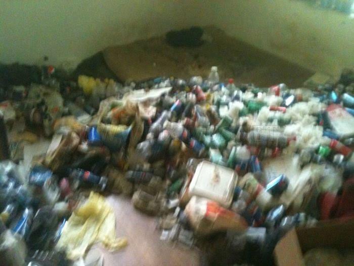 Σπίτι γεμάτο σκουπίδια