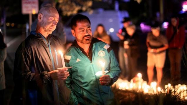 Hommage aux victimes de la fusillade terroriste d'Orlando, à San Diego, Californie, le 12 juin 2016. (Crédit : AFP PHOTO / Sandy Huffaker)