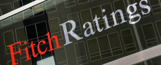 """Fitch taglia il rating dell'Italia a BBB. """"Paese ha fallito su riduzione del debito. Aumentati rischi politici e populismo"""""""