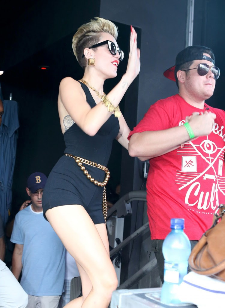 Miley-Cyrus-iHeart-Radio-Ultimate-Pool-Party-in-Miami-Beach-Pictures-Images-3