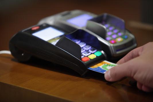 Αποδείξεις: Ανατροπή! Ποιοί πρέπει να κρατούν τις χάρτινες - Στο γιατρό μόνο με κάρτα!