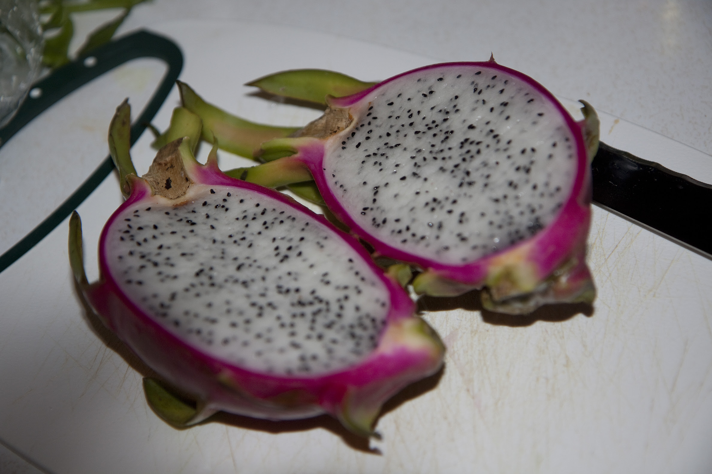 dragonfruit cut