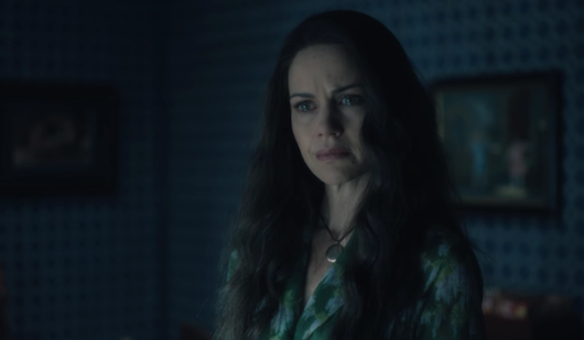 THE HAUNTING OF HILL HOUSE (2018) TV Show Trailer: Carla Gugino sees Her Family's Tragic Future [Netflix] | FilmBook