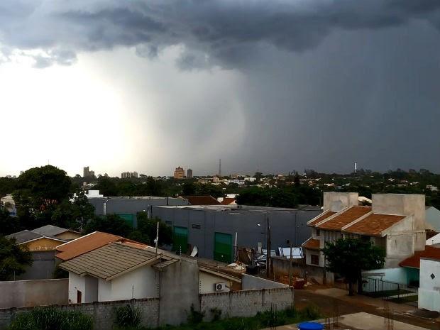 Conforme o Somar Meteorologia, em Foz do Iguaçu, o vento atingiu 65 km/h por volta das 19h de sexta-feira.  (Foto: João Otávio Lourenço/Arquivo Pessoal)