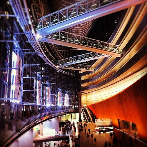 I thought the Tokyo International Forum looked like a spaceship when I first stepped in 4 years ago. Still think the same today.