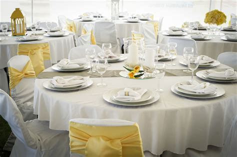 Tent Wedding: Fresh white and yellow wedding decor