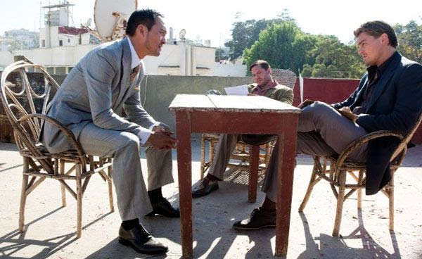 Saito discusses a new corporate espionage scheme with Cobb and Eames (Tom Hardy) in INCEPTION.