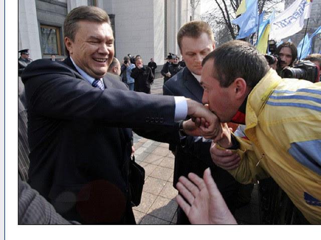 Картинки по запросу целуют руки януковичу