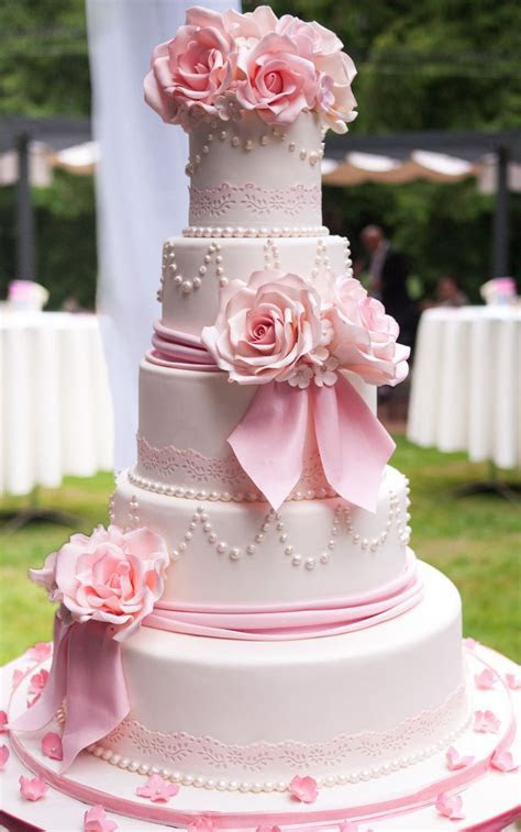 Best 25  Pink wedding cakes ideas on Pinterest   Blush