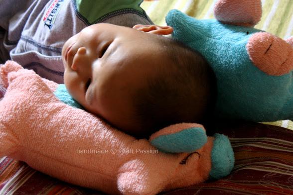 Dormir sobre os travesseiros piggy