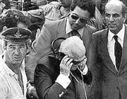 Una foto di archivio del presidente della Repubblica Sandro Pertini accanto al pozzo nel quale  cadde Alfredino Rampi