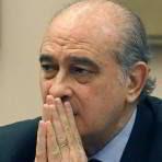 Jorge Fernández Díaz, rezando.