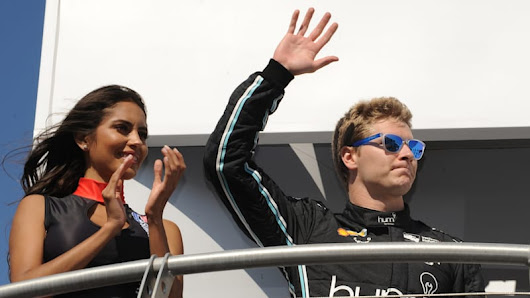 Josef Newgarden holds off Simon Pagenaud to win IndyCar title - Autoblog