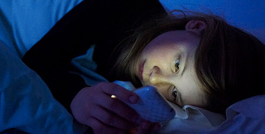 Reading From Your Smartphone/Tablet Before Bedtime Can Adversely Impact Sleep | Nurses Notes