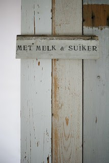 wood & word sign [met melk & suiker]