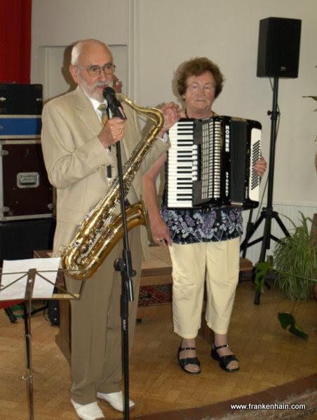 Foto: Liane Stein und Gerhard  Stein begrüßen ihre Gäste